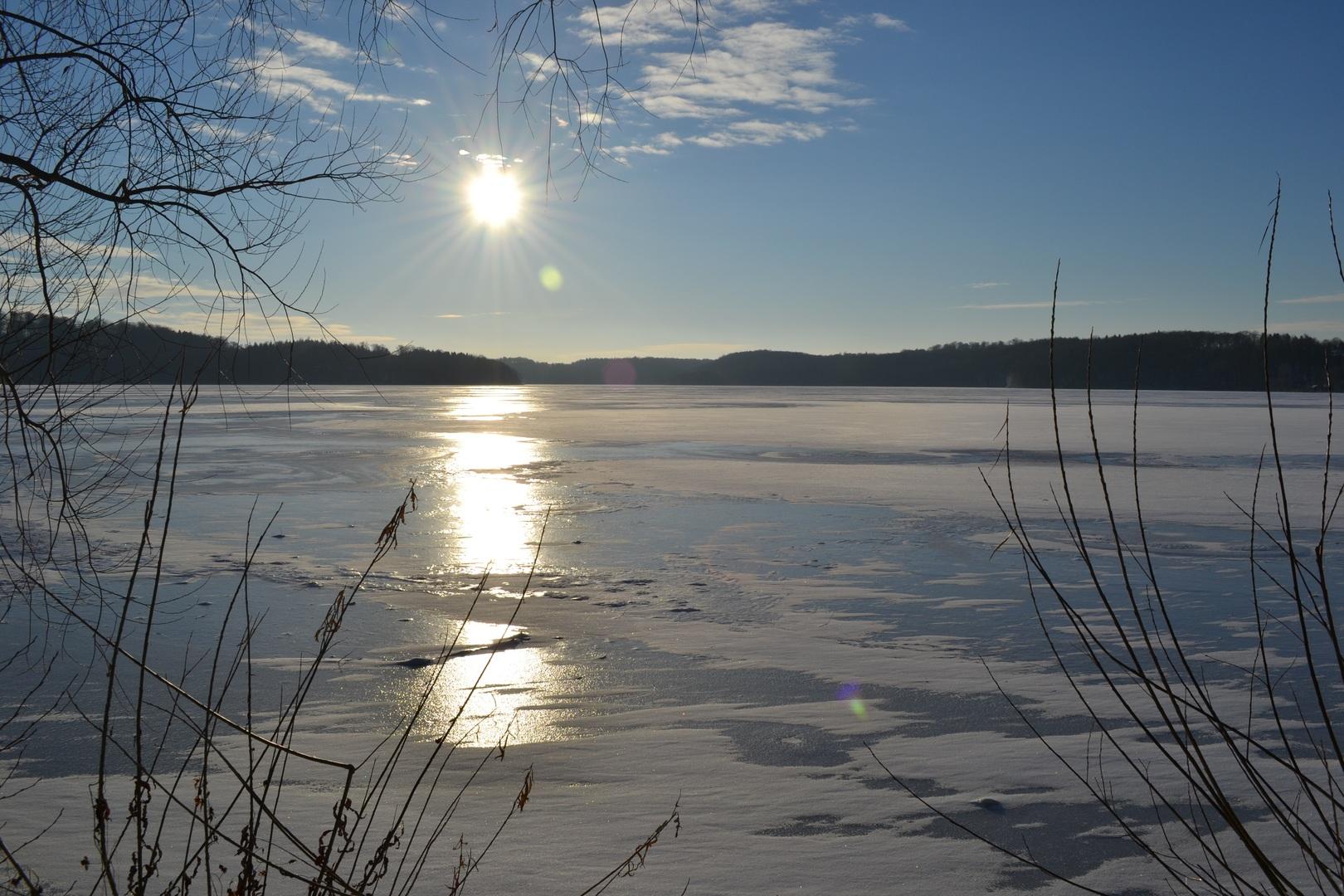 Morsowanie jezioro w zimie